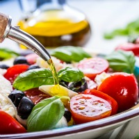 Olive Oil and Mediterranean Diet Lowers Breast Cancer Risk